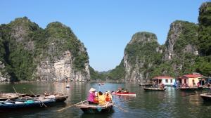 Vietnam_2015_HaLong_kalastajakylä2_veneet_w