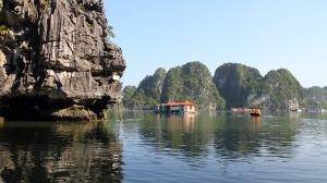 Vietnam_2015_HaLong_kalastajakylä3_maisema_w